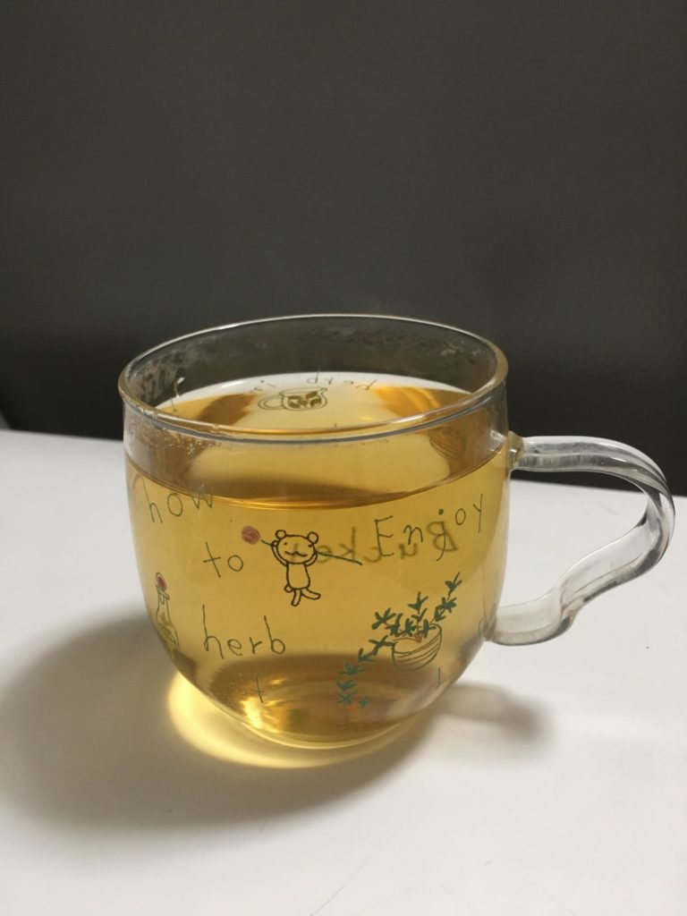 カップに入ったお茶