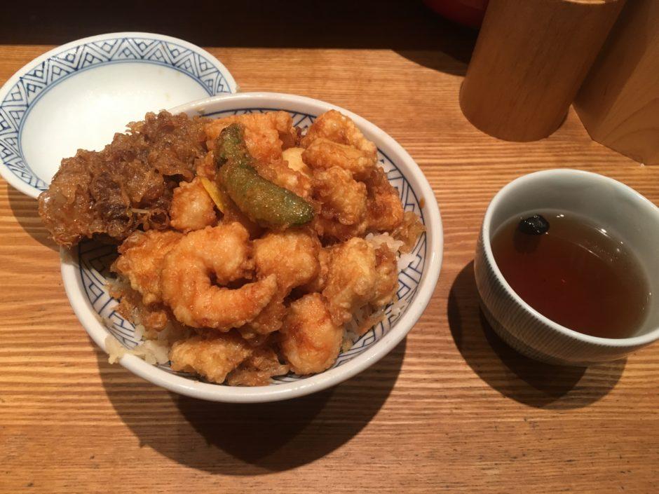 天ばら丼と黒豆茶